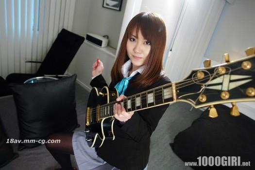 1000人斬 110204yui 剛加入輕音樂部的吉他美少女