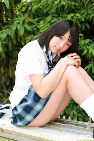 DGC 2008.08 - No.611 Ai ShiNozaki 篠崎愛 - 16歳☆真夏に実