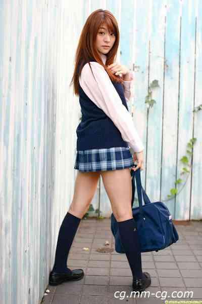 DGC 2010.04 - No.827 Megu Fujiura 藤浦めぐ - 巨乳女子高生が朝礼前の教室でおっぱい露出