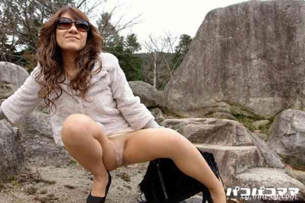 Pacopacomama 062912-680 乳のデカい顔出しNGの美人奥様と露出青姦初体験 戸田美代子