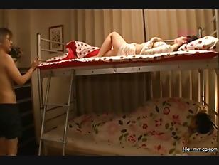 RTP-041-[中文]本應是睡在上層木床的姊姊令人意象不到.....!? 在聽著邊憋住聲音卻也邊有感覺的姐姐嬌喘聲之間,忍耐不住的也開始玩弄起那裡的妹妹