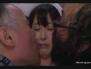 SNIS-545-[中文]母親的再婚對像家族全是惡男,還無法抗拒的被強暴的美少女 美裡有紗