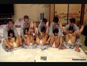 DVDES-804-[中文]位於山梨縣某鄉下混浴溫泉內遇到的無毛學生們對都市巨屌超感興趣2讓第一次見到的勃起巨屌塞入尚在發育的小穴進行中出大亂交【泳衣日曬篇】