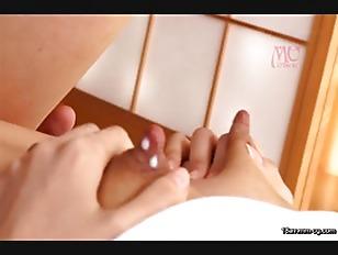 EYAN-009-[中文]初拍母乳F罩杯 30歲苗條幼妻 仲西夏樹