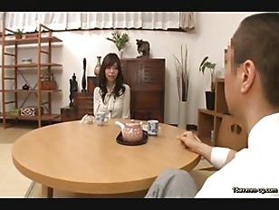 AP-247-[中文]社區人區交換兒子強暴男人社團~老公完全不與她們作愛而慾求不滿的社區人妻們打算享受身邊沒有風險的性愛於是在大白天自家內互相大方強暴對方的兒子!~