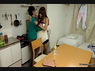 SW-319-[中文]看到我晨勃老二小穴疼痛不已的社團朋友女大生。與因喝酒喝太晚錯過最後一班電車的女孩一起住,看到她們大露內褲的畫面。但我與她們什麼事也沒發生渡過一晚。不過早上起床女孩們看到我晨勃的老二忍不住發情靠