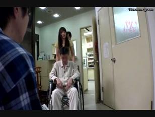 SW-308-[中文]從裙底偷看毫無防備來醫院探視男友的她,在隔壁的病床上只有肉棒變得有精神的我。透過窗簾偷摸她以後點燃了慾求不滿女子的慾火,就爬到睡在男友隔壁的我的身上!