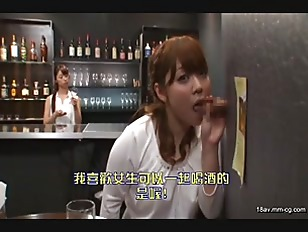 SDDE-384-[中文]從牆壁! 桌子! 椅子! 彈出的肉棒是人氣的店家 『邊喝酒邊口交』..... 甚至還邊做愛!
