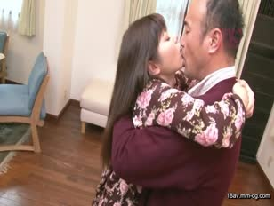 HAVD-854-[中文]對中年父親滿是口水的接吻... 離家出走的女生現在在我家裡 白鳥飛鳥