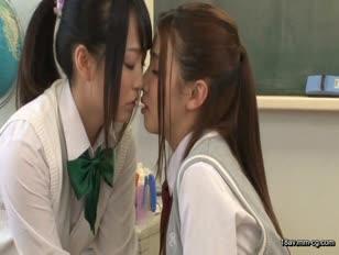HUNT-720-[中文]與女學生的禁斷3P!只要是男人都有幻想過在國,高中合併的貴族女校當老師,平常雖然還頗受歡迎但在這卻被瞧不起,被大家鄙視.但在某一個教室內