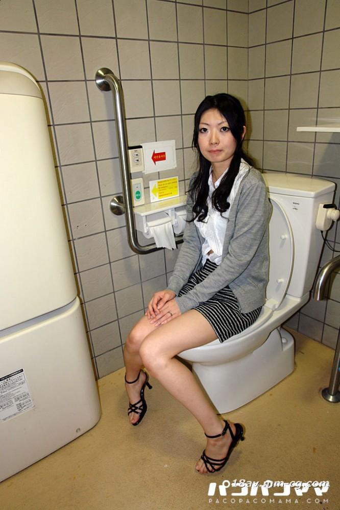 最新のpacopacomama 080613_965夜間公衆トイレにおける異常行動の喜び