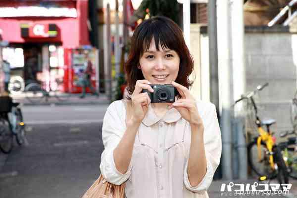 Pacopacomama 051812-649 カメラが趣味の美人奥様が逆ナン 相田ユリア