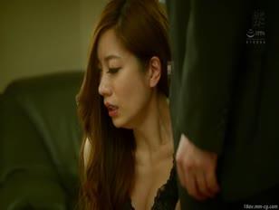 MEYD-403-[中文]四疊半偷上求孕公寓 近距離在先生面前被中出的人妻 東凜 東凛